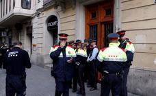 Los Mossos reducen con una pistola eléctrica al hombre atrincherado 18 horas en Barcelona