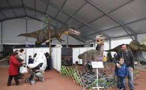 Último día para visitar la muestra de dinosaurios en Cáceres