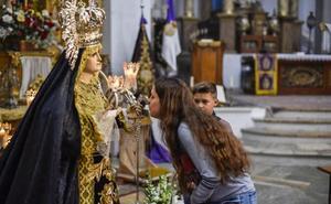 Una lluvia de pétalos recibirá a la madre del Lunes Santo en la pacense calle San Juan