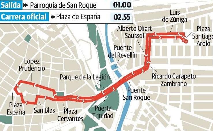 Madrugada de Viernes Santo en Badajoz: Cristo de la Paz en una procesión de silencio
