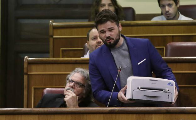 Rufián saca una impresora en el Congreso en un debate previo al 1-O./EFE