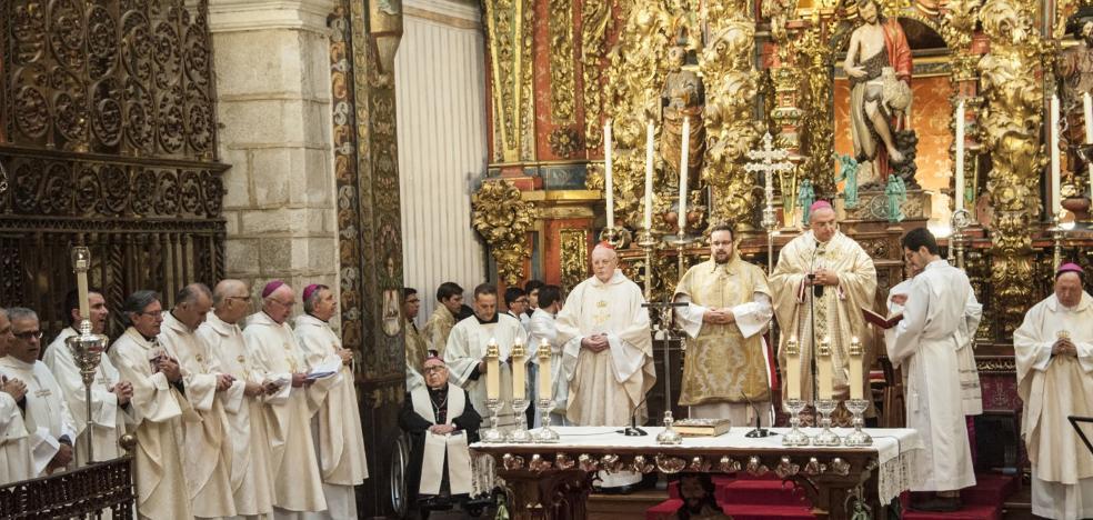 Antonio Montero recibe el cariño de la diócesis en sus bodas de oro episcopales
