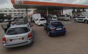 Una huelga en Portugal y el puente llenan las gasolineras de la frontera