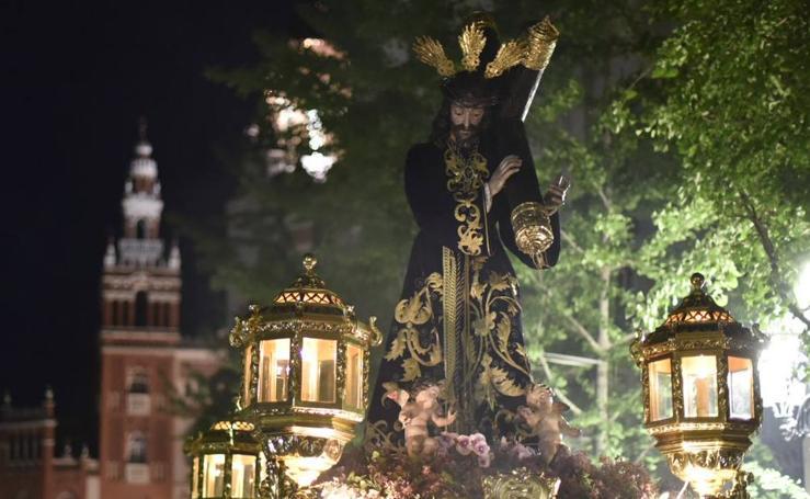 La cofradía de Las Descalzas en el Martes Santo en Badajoz