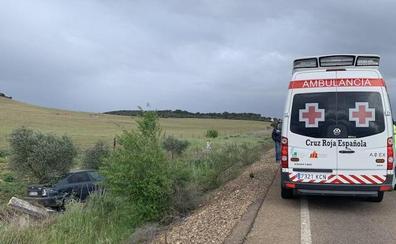 Una niña de 3 años y una mujer de 31 resultan heridas en una salida de vía en la carretera que une Badajoz con Corte de Peleas