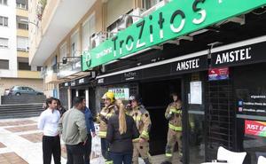 Arde la cocina de la pizzería TroZitos en la plaza de Santa María de la Cabeza de Badajoz