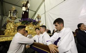La lluvia pudo con las ganas de salir en procesión en Mérida
