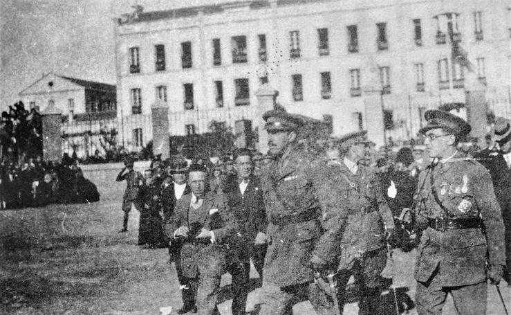 Desde la moto de papel: 'Un siglo con guarnición fija y el general que unió a Cáceres y Badajoz'