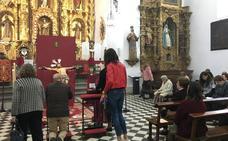 El rezo de los 'Tres credos' en Almendralejo congrega a numerosos fieles