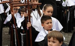 Un Jueves Santo de procesiones cortas en Mérida