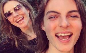 Liz Hurley y su hijo 'gemelo'