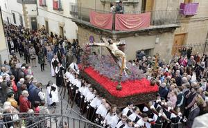 El Santo Entierro, los Estudiantes y los Andaluces protagonizan el Viernes Santo en Cáceres