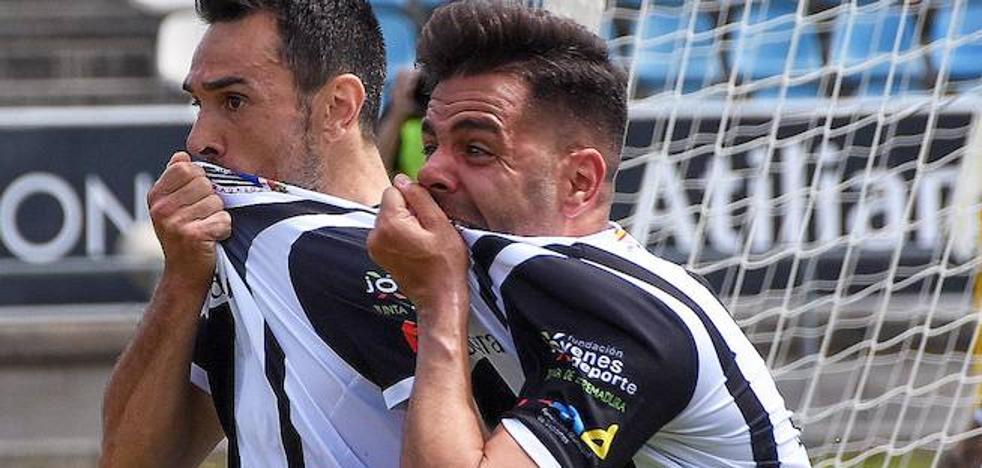 El Badajoz insiste en subir el último peldaño hacia el playoff