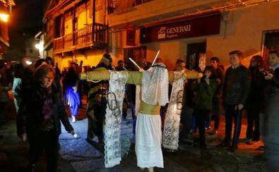 Los empalaos llevan una vez más el fervor y sacrificio a Valverde de la Vera