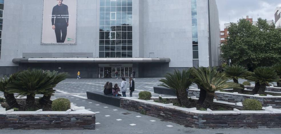 Fragoso anuncia más vigilancia en la plaza Conquistadores de Badajoz