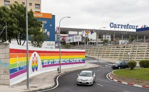 Un mural recuerda al colectivo LGTBI
