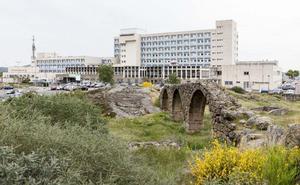 El hospital de Plasencia reduce las quejas por retrasos pero aún es el más reclamado del SES