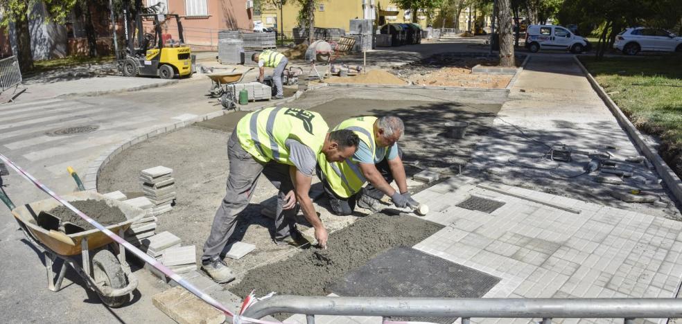 El Ayuntamiento de Badajoz mejora las aceras de la calle República de Puerto Rico