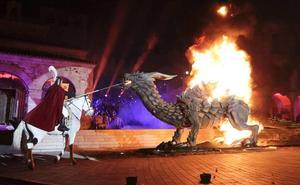 Desfile de San Jorge y el dragón por las calles de Cáceres