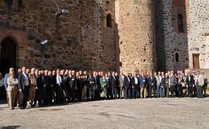 El Club Senior debate en Olivenza sobre el paro y la emigración de los jóvenes