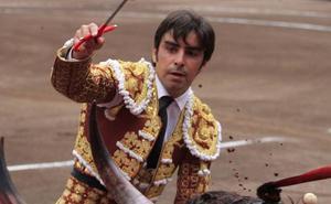 Miguel Ángel Perera, vuelta al ruedo sin trofeo por culpa de la espada en Arles