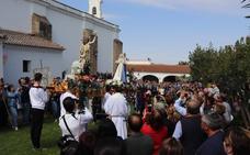 La procesión del Encuentro despide la Semana Santa