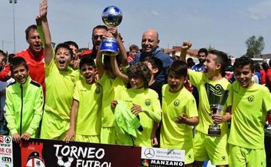 Fiesta del fútbol base en el torneo del Nuevo Cáceres