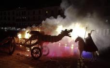 Cáceres vive su noche más legendaria en la quema del Dragón