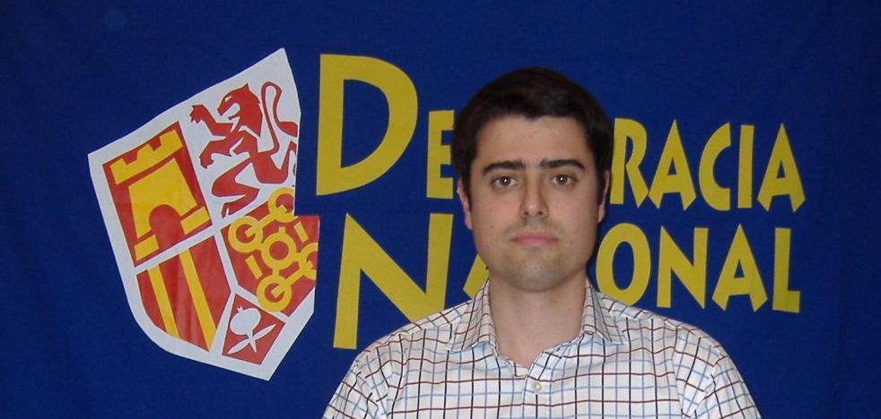 El candidato de Vox en Badajoz se ha presentado en seis ocasiones con Democracia Nacional