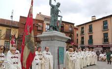 El escultor pacense Estanislao García lleva a León la estatua de Alfonso IX