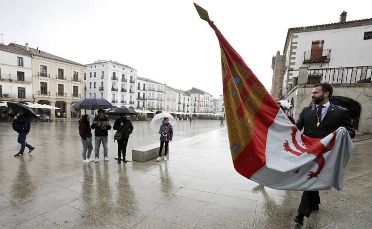 La lluvia se cuela en las celebraciones de San Jorge