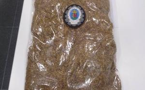 La Policía Local de Badajoz interviene en plena calle un kilo de picadura de tabaco a un hombre de 35 años