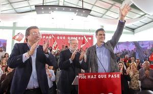 Pedro Sánchez se compromete en Badajoz a impulsar el tren extremeño la próxima legislatura