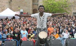 El Womad de Cáceres bucea en la cultura afroperuana a través de talleres