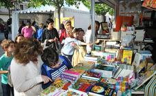 Sánchez Adalid, Espido Freire y Jorge Luengo en una Feria del Libro con 14 casetas