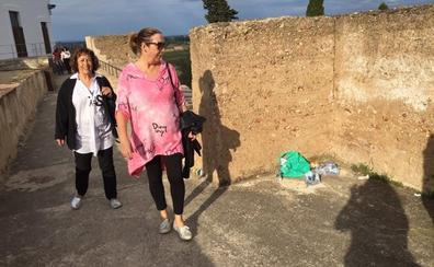 El turismo choca con el botellón en la Alcazaba