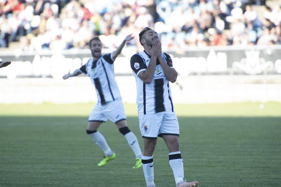El Badajoz golea al At. Malagueño y entusiasma a su ofición