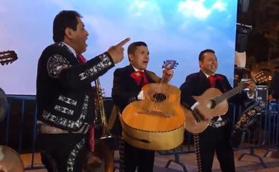 Unos mariachis improvisados por Forocoches ponen el broche a una noche negra para el PP