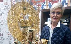 «Disfruto haciendo mantos a la Virgen»