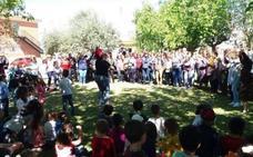 Niños y mayores se reúnen para celebrar el XI Encuentro Literario Intergeneracional