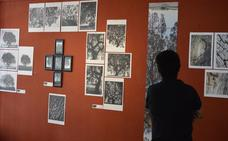 Una encina protagoniza la exposición fotográfica de JJ Guisado en la Casa de Cultura de Villanueva
