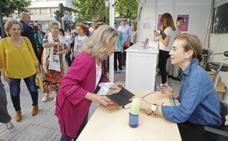 'Tonxtu' y Mar Azabal llegan esta tarde a la Feria del Libro
