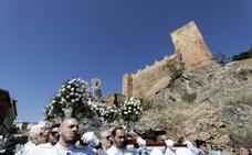 Calurosa despedida a la Virgen de la Montaña de Cáceres