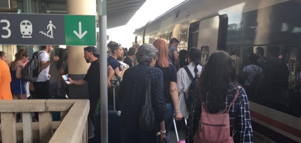 Una avería en el tren Badajoz-Madrid obliga a 110 viajeros a cambiar de convoy en Cáceres