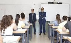 Los abogados animan en los institutos a leer la Constitución