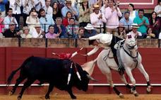 Guillermo Hermoso remonta con garra la tarde de su alternativa