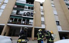 Una mujer y dos bomberos atendidos por inhalación de humo en el incendio de un piso de Mérida