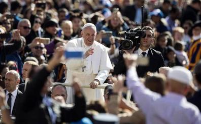 El papa Francisco obliga a denunciar los casos de abusos y los encubrimientos