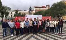 Cabezas presenta a los miembros de su candidatura y fija como prioridad recuperar el Casco Antiguo