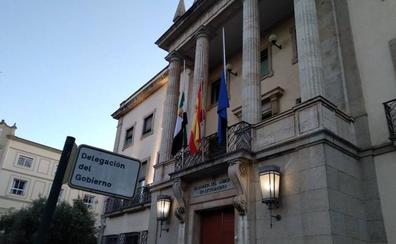 Banderas a media asta por Rubalcaba en Extremadura